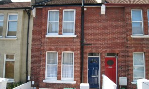 Buller Road – Student House – Right behind Brighton Uni -