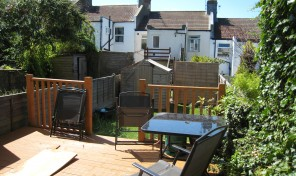 Two bed flat with garden – Part furnished – LET AGREED