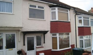 Eastbourne Road – Bills Inclusive. Spacious THREE double beds