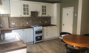 Riley Road THREE DOUBLE BEDS – BILLS Inclusive LET AGREED